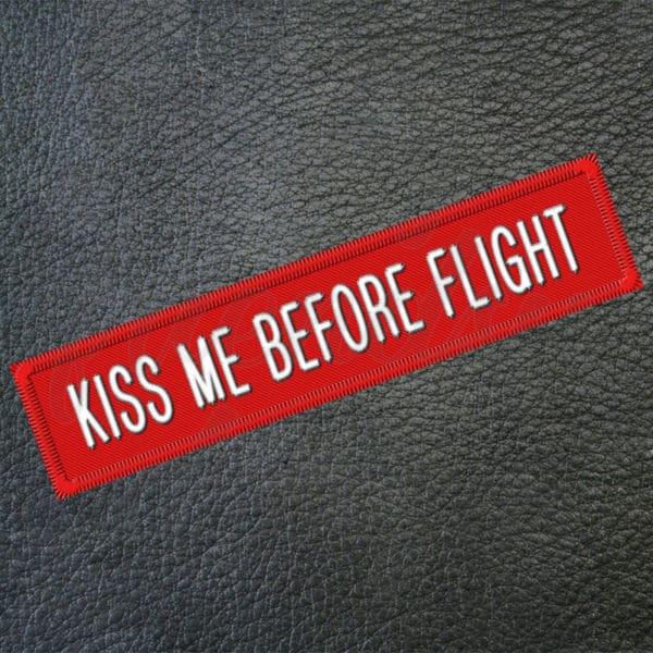 "Aufkleber ""Kiss Me Before Flight"" (rot) 1"
